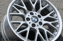 BMW mit Rand und Frontschaden instandgesetzt