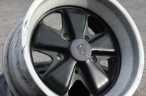 Porsche Fuchs Felge mit Lack- und Randschäden