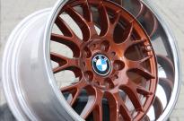 BMW einteilig mit Sonderlackierung und Bett poliert
