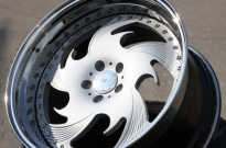 Wheelsandmore TS1 Sonderlackierung & Bett hochglanzpoliert