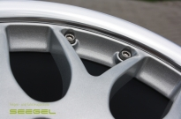 BBS 2teilg- Detail Pulverbeschichtung Silber & Rand Hochglanzpoliert